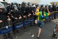 BRASILIA, DF, 15.11.2015 - MANIFESTA-DILMA - Manifestação de grupos favoráveis ao impeachment da presidente Dilma Rousseff, durante ato em frente ao Congresso Nacional, neste domingo, 15.(Foto:Ed Ferreira / Brazil Photo Press)