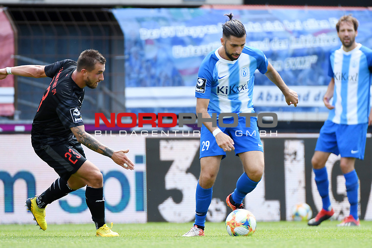 28.06.2020, Hänsch-Arena, Meppen, GER, 3.FBL, SV Meppen vs. FC Ingolstadt 04 <br /> <br /> im Bild<br /> Robin Krauße (FC Ingolstadt 04, 23) und Hilal El Helwe (SV Meppen, 29) im Zweikampf, Duell, Laufduell.<br /> <br /> DFL REGULATIONS PROHIBIT ANY USE OF PHOTOGRAPHS AS IMAGE SEQUENCES AND/OR QUASI-VIDEO<br /> <br /> Foto © nordphoto / Paetzel