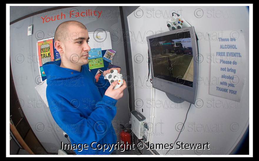 01/02/2008    Copyright Pic: James Stewart.File Name : 03_xpod.FALKIRK COUNCIL :: XPOD.YOUTH WORKER KEVIN CLOUGH IN THE XPOD AT FALKIRK MEADOWS.....James Stewart Photo Agency 19 Carronlea Drive, Falkirk. FK2 8DN      Vat Reg No. 607 6932 25.Studio      : +44 (0)1324 611191 .Mobile      : +44 (0)7721 416997.E-mail  :  jim@jspa.co.uk.If you require further information then contact Jim Stewart on any of the numbers above........