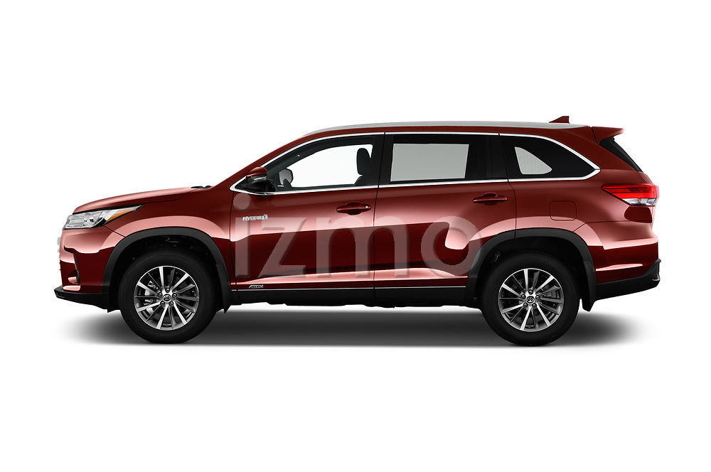 Car Driver side profile view of a 2019 Toyota Highlander XLE 5 Door SUV Side View
