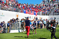 Matt Kuchar (USA) makes his way to the first tee to the roar of the crowd during round 4 Singles of the 2017 President's Cup, Liberty National Golf Club, Jersey City, New Jersey, USA. 10/1/2017. <br /> Picture: Golffile | Ken Murray<br /> <br /> All photo usage must carry mandatory copyright credit (&copy; Golffile | Ken Murray)