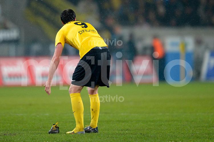 Fussball, 2. Bundesliga, Saison 2012/13, SG Dynamo Dresden - 1. FC Koeln, Montag (18.03.13),  Dresdens Pavel Fort hat einen Schuh verloren.