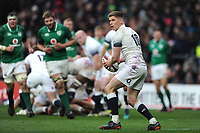 Owen Farrell of England passes during the NatWest 6 Nations match between England and Ireland at Twickenham Stadium on Saturday 17th March 2018 (Photo by Rob Munro/Stewart Communications)