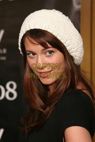 "MARY ELIZABETH WINSTEAD.""1408"" World Premiere at Mann's National Theatre, Westwood, California, USA..June 12th, 2007.headshot portrait white crochet knitted hat .CAP/ADM/BP.©Byron Purvis/AdMedia/Capital Pictures"