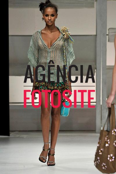 Rio de Janeiro, Brasil – xx/06/2008 - Desfile de Eliza Conde durante o Fashion Rio  -  Verão 2009. Foto : Marcio Madeira / Agência Fotosite