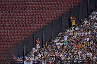 SÃO PAULO, SP, 18.10.2014 - CAMPEONATO BRASILEIRO - SÃO PAULO x BAHIA - Torcida do São Paulo que pode ficar apenas nas arquibancadas das antigas cores Azul e Laranja (as demais ficaram fechadas)  durante partida São Paulo x Bahia, jogo válido pela 29ª rodada do Campeonato Brasileiro de 2014, no estádio do Morumbi, regiao sul de São Paulo. (Foto: Levi Bianco / Brazil Photo Press)