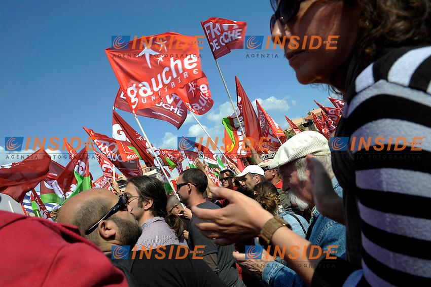 Militanti di sinistra durante una manifestazione in vista delle elezioni Presidenziali di Francia 2012.Marsiglia 14/4/2012.Foto Insidefoto / Franck Pennant / Panoramic.ITALY ONLY
