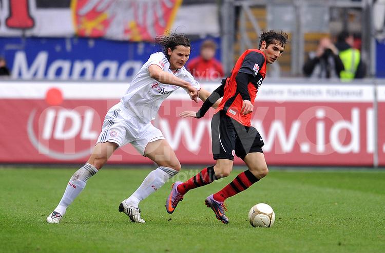 Fussball 1. Bundesliga :  Saison   2009/2010   27. Spieltag   Eintracht Frankfurt - FC Bayern Muenchen   20.03.2010 Halil Altintop (re, Frankfurt) gegen Daniel van Buyten (li, FCB)
