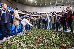 Stockholm 2014-04-06 Fotboll Allsvenskan Djurg&aring;rdens IF - Halmstads BK :  <br /> Djurg&aring;rens supportrar l&auml;gger rosor nedanf&ouml;r Sofial&auml;ktaren i Tele2 Arena som en hyllning innan matchen till den Djurg&aring;rdssupporter som avled i samband med den allsvenska premi&auml;ren i Helsingborg<br /> (Foto: Kenta J&ouml;nsson) Nyckelord:  Djurg&aring;rden DIF Tele2 Arena Halmstad HBK supporter fans publik supporters tifo hyllning Myggan Stefan Isaksson<br /> (Foto: Kenta J&ouml;nsson) Nyckelord:  Djurg&aring;rden DIF Tele2 Arena Halmstad HBK