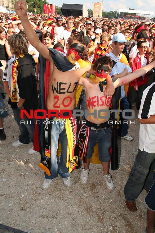 FIFA WM 2006 -  Fan Fest Nuernberg<br /> (Volksfestplatz)<br /> <br /> Viertelfinale: Deutschland - Argentinien<br /> <br /> Weltmeister 2006 *** Local Caption ***