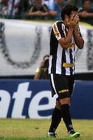 RIO DE JANEIRO, RJ, 10 DE MARCO 2012 - CAMPEONATO CARIOCA - 3a RODADA - TACA RIO - BOTAFOGO X BANGU - Herrera, jogador do Botafogo, lamenta chance perdida durante partida contra o Bangu, pela 3a rodada da Taca Rio, no estadio Proletario, Bangu, na cidade do Rio de Janeiro, neste sabado, 10. FOTO BRUNO TURANO  BRAZIL PHOTO PRESS