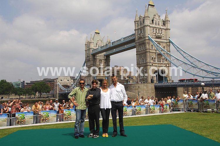 **ALL ROUND PICTURES FROM SOLARPIX.COM**.**WORLDWIDE SYNDICATION RIGHTS**.Antonio Banderas Mike Myers, Cameron Diaz and Rupert Everett at the Shrek the third photocall on the river Thames in London .This pic:ANTONIO BANDERAS,MIKE MYERS,CAMERON DIAZ,RUPERT EVERETT..JOB REF:4053-MSR    DATE:10_06_07 .**MUST CREDIT SOLARPIX.COM OR DOUBLE FEE WILL BE CHARGED* *UNDER NO CIRCUMSTANCES IS THIS IMAGE TO BE REPRODUCED FOR ANY ONLINE EDITION WITHOUT PRIOR PERMISSION*