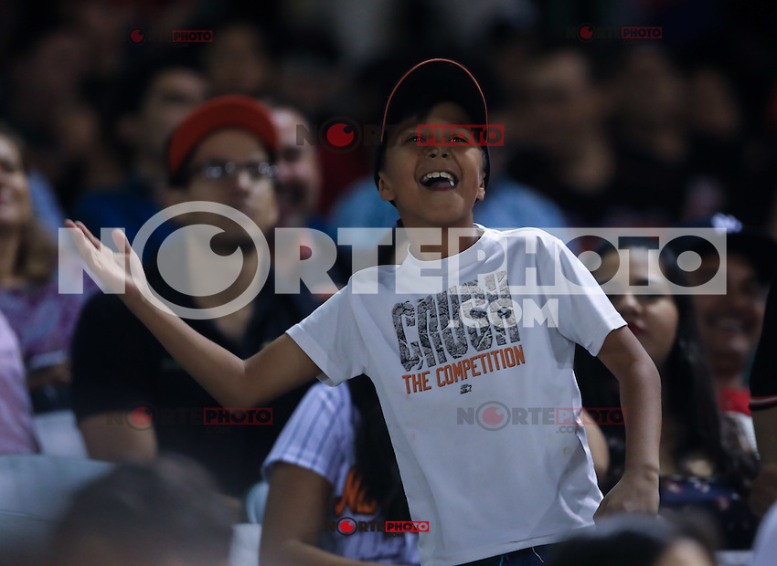 Aficionados, durante el 3er. encuentro de la serie de beisbol entre Tomateros vs Naranjeros. Temporada 2016 2017 de la Liga Mexicana del Pacifico.<br /> &copy; Foto: LuisGutierrez/NORTEPHOTO.COM