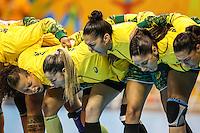 TORONTO, CANADA, 24.07.2015 - PAN-HANDBALL - Jogadoras do Brasil antes da partida contra Argentina na final do Handball Feminino no Centro de Exposições de Toronto nesta sexta-feira, 24. (Foto: William Volcov/Brazil Photo Press)