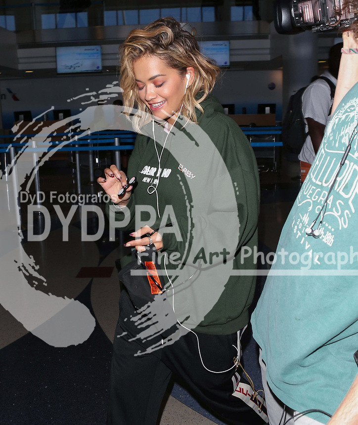 **ALL ROUND PICTURES FROM SOLARPIX.COM**<br /> **SOLARPIX RIGHTS - UK, AUSTRALIA, DENMARK, PORTUGAL, S. AFRICA, SPAIN &amp; DUBAI (U.A.E) &amp; ASIA (EXCLUDING JAPAN) ONLY**<br /> Rita Ora Sighted at LAX Airport on August 8, 2017 - Los Angeles International Airport - Los Angeles, CA, USA  <br /> This pic:  Rita Ora<br /> **UK ONLINE USAGE FEE 1st PIC-&pound;40, 2nd PIC-&pound;20, THEN &pound;10 PER PIC INCLUDING VIDEO GRABS. - NO PRICE CAP - VIDEO &pound;50**<br /> JOB REF: 20347  PHZ/STPR  DATE: 08.08.17<br /> **MUST CREDIT SOLARPIX.COM AS CONDITION OF PUBLICATION**<br /> **CALL US ON: +34 952 811 768**