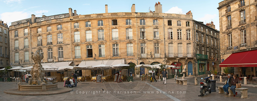 Place du Parlement with fountain and restaurants in the old town. Bordeaux city, Aquitaine, Gironde, France
