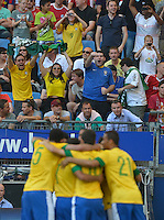 HAMBURGO, ALEMANHA, 26 DE MAIO 2012 - BRASIL X DINAMARCA AMISTOSO INTERNACIONAL -  Jogadores do Brasil comemoram gol contra a Dinamarca, em amistoso internacional realizado no Imtech Arena, na cidade de Hamburgo, neste sábado, 26. Hulk fez o gol. O jogo é o primeiro de uma série de amistosos que acontecerão antes das Olimpíadas de Londres. (FOTO: STEFAN GROENVELD / BRAZIL PHOTO PRESS).