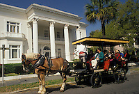 AJ3361, horse-drawn carriage, Charleston, South Carolina, Carriage tours take tourists through Historic District on South Battery Street in Charleston in the state of South Carolina.