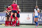 UTRECHT - Laren brengt de stand, even voor tijd , op 2-2,   tijdens de hockey hoofdklasse competitiewedstrijd dames:  Kampong-Laren .links Lieke van Wijk (Laren) ,  rechts Pam Imhof (Kampong)  COPYRIGHT KOEN SUYK