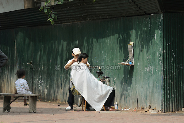 Asia, Vietnam, Hanoi. Hanoi old quarter. Typical roadside hair salon.