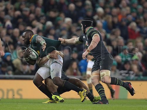 11th November 2017, Aviva Stadium, Dublin, Ireland; Autumn International Series, Ireland versus South Africa; Tendai Mtawarira (South Africa) attempts to drive through the tackle from Cian Healy (Ireland) and Sean O'Brien (Ireland)