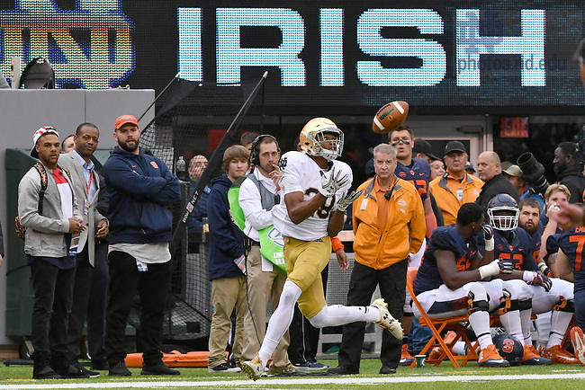 October 1, 2016; Wide receiver Kevin Stepherson (29) catches a pass for a touchdown in the third quarter against the Syracuse Orange at MetLife Stadium. Notre Dame won 50-33. (Photo by Matt Cashore)