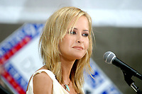 Martie McGuire Dixie Chicks 2002<br /> Photo By John Barrett/PHOTOlink.net / MediaPunch