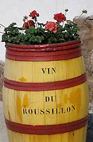 Europe/France/Languedoc-Roussillon/66/Pyrénées -Orientales/Env de Céret : Enseigne vins du Roussillon sur une barrique peinte