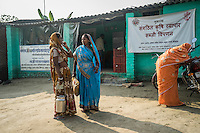 Producer group farmers leave after selling their harvests in the collection centre in Machahi village, Muzaffarpur, Bihar, India on October 27th, 2016. Non-profit organisation Technoserve works with women vegetable farmers in Muzaffarpur, providing technical support in forward linkage, streamlining their business models and linking them directly to an international market through Electronic Trading Platforms. Photograph by Suzanne Lee for Technoserve