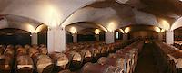 Europe/France/Midi-Pyrénées/46/Lot/Vallée du Lot/Env de Cahors/Vignoble de Cahors/Mercuès: château de Mercuès - Les chais à barriques