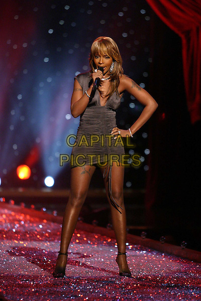 MARY J. BLIGE.9th Annual Victoria's Secret Fashion Show Inside.Lexington Avenue Armory.catwalk, singing, stage, music, ruched, full length, full-length.www.capitalpictures.com.sales@capitalpictures.com.©Capital Pictures