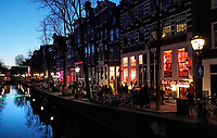 Nederland Amsterdam 2019. Red Light District. Oudezijds Achterburgwal. De Wallen. Rechts het Red Light Secrets Museum. Foto Berlinda van Dam / Hollandse Hoogte