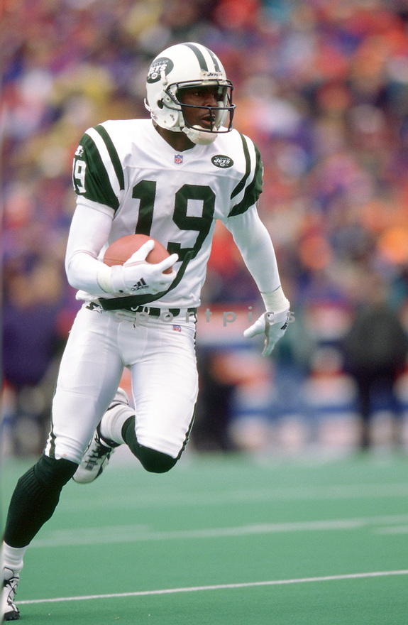 New York Jets Keyshawn Johnson (19) during a game 1998 season with the New York Jets.  Keyshawn Johnson played for 11 seasons with 4 different team and was a 3-time Pro Bowler .(SportPics)