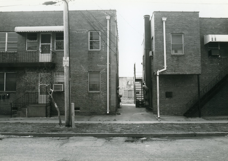 1993 March 22..Conservation.Huntersville 1 (R-70)..North Huntersville Study.Sequence 43.Carolina's Apartment Building Johnson Avenue.South side...NEG#.NRHA#.CONSERV:N.Hunt  1   6:7  FR19a.