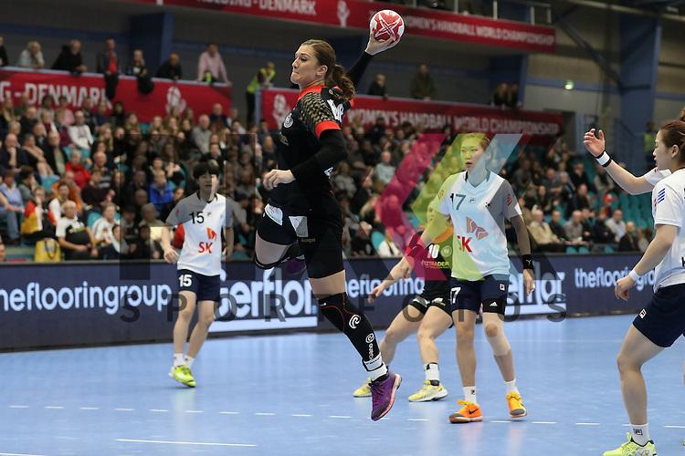 Kolding (DK), 010.12.15, Sport, Handball, 22th Women's Handball World Championship, Vorrunde, Gruppe C, Deutschland-S&uuml;d Korea : Julia Behnke (Deutschland, #13)<br /> <br /> Foto &copy; PIX-Sportfotos *** Foto ist honorarpflichtig! *** Auf Anfrage in hoeherer Qualitaet/Aufloesung. Belegexemplar erbeten. Veroeffentlichung ausschliesslich fuer journalistisch-publizistische Zwecke. For editorial use only.
