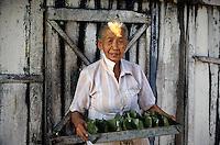 Indonesia; Java,woman with tray of  banana leaves rolls stuffed with rice.<br /> Indonesia, Giava, donna con vassoio  di involtini di foglie di banano ripieni di riso.