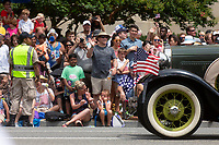 Groups gather to watch the 4th of July parade on Constitution Avenue in Washington D.C. on July 4, 2019.<br /> CAP/MPI/CNP<br /> ©CNP/MPI/Capital Pictures