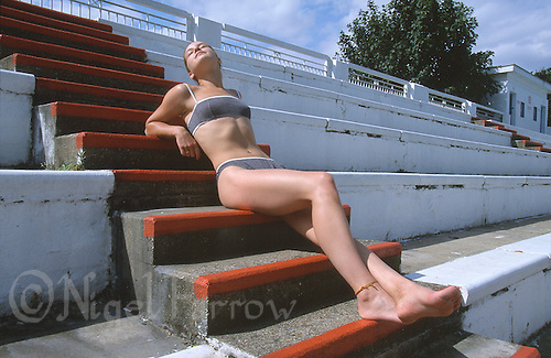 02 SEP 2002 - BROOMHILL SWIMMING POOL, IPSWICH, UK - Ruth Lowe. (PHOTO (C) NIGEL FARROW)