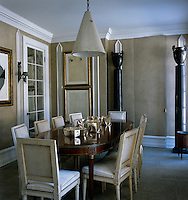 The sophisticated dining room is a fine example of Sills Huniford's trademark 'pared-down chic'