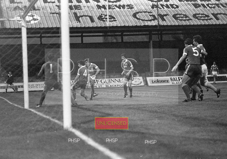 03/09/1980 Blackpool v Everton  League Cup 2nd Round 2nd Leg .Ted McDougall fires wide....© Phill Heywood.