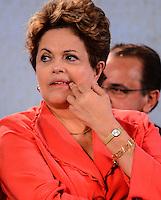 RIO DE JANEIRO, RJ, 14 DE JUNHO DE 2013 -PRESIDENTA DILMA NA ROCINHA-RJ- Presidenta Dilna Rousseff na cerimônia de anúncio de investimentos em infraestrutura urbana e equipamentos sociais nas comunidades da Rocinha e nos complexos do Lins e do Jacarezinho, no Complexo Esportivo da Rocinha , zona sul do Rio de Janeiro/RJ do Rio de Janeiro.FOTO:MARCELO FONSECA/BRAZIL PHOTO PRESS