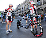 November 12 2011 - Guadalajara, Mexico:  Daniel Chalifour and his pilot Ed veal before their road race at the 2011 Parapan American Games.  Photos: Matthew Murnaghan/Canadian Paralympic Committee