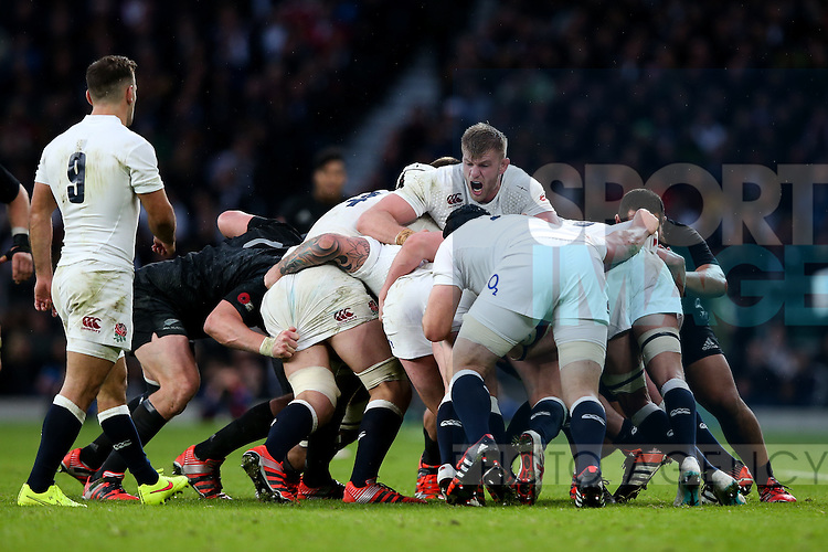 England's George Kruis commands the maul on his debut - QBE Autumn Internationals - England vs New Zealand - Twickenham Stadium - London - 08/11/2014 - Pic Charlie Forgham-Bailey/Sportimage