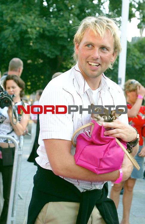 Natuerlich Blond 2<br /> Deutschlandpremiere in Hamburg im Cinemax Dammtor<br /> Steven Gaetjen<br /> Foto &copy; nordphoto / Anja Heinemann<br /> <br /> <br /> <br />  *** Local Caption *** Foto ist honorarpflichtig! zzgl. gesetzl. MwSt.<br />  Belegexemplar erforderlich<br /> Adresse: nordphoto<br /> Georg-Reinke-Strasse 1<br /> 49377 Vechta<br /> Telefon: 04441-89400 / Fax: 04441-894022