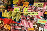 Italien, Suedtirol, Meran, Altstadt, Marktstand, heimische Produkte   Italy, South Tyrol, Alto Adige, Merano, market stall, local products