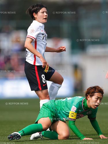 Hikaru Naomoto (Reds Ladies), Azusa Iwashimizu (Beleza), MARCH 27, 2016 - Football /Soccer : Plenus Nadeshiko League 2016 between Urawa Reds Ladies 1-1 NTV Beleza at Nishigaoka Stadium in Tokyo, Japan. (Photo by Sho Tamura/AFLO SPORT)