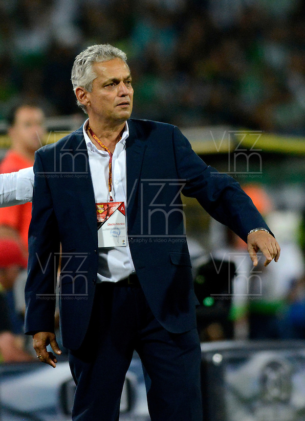 MEDELLÍN -COLOMBIA - 27-03-2016: Reinaldo Rueda, técnico de Atletico Nacional, durante partido aplazado entre Atletico Nacional y Deportivo Cali, por la fecha 6 de la Liga Águila I 2016 jugado en el estadio Atanasio Girardot de la ciudad de Medellín. / Reinaldo Rueda, coach of Atletico Nacional, during a postponed match between Atletico Nacional and Deportivo Cali for the date 6 of the Aguila League I 2016 played at Atanasio Girardot stadium in Medellin city. Photo: VizzorImage/León Monsalve/Str.