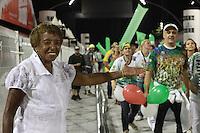 SAO PAULO, SP, 12 DE FEVEREIRO 2012 - ENSAIO MANCHA VERDE - A cantora Leci Brandao e visgta no Ensaio técnico da Escola de Samba Mancha Verde na preparação para o Carnaval 2012. O ensaio foi realizado na noite deste domingo (12/02) no Sambódromo do Anhembi, zona norte da cidade. (FOTO: RICARDO LOU - NEWS FREE).
