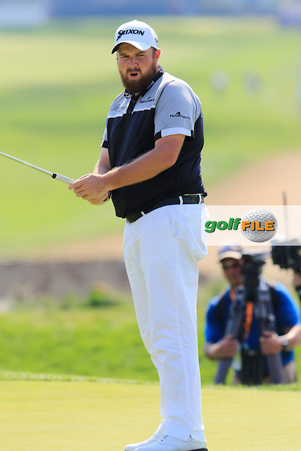 Shane Lowry (IRL) just misses his putt on the 4th green during Sunday's Final Round of the 2016 U.S. Open Championship held at Oakmont Country Club, Oakmont, Pittsburgh, Pennsylvania, United States of America. 19th June 2016.<br /> Picture: Eoin Clarke | Golffile<br /> <br /> <br /> All photos usage must carry mandatory copyright credit (&copy; Golffile | Eoin Clarke)