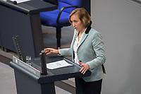 17. Sitzung des Deutschen Bundestag am Donnerstag den 1. Maerz 2018.<br /> Tagesordnungspunkt: &quot;Einsetzung des 1. Untersuchungsausschuss&quot; zur Aufklaerung des Terroranschlag des islamistischen Terroristen Anis Amri auf den Weihnachtsmarkt am Berliner Breitscheidplatz im Dezember 2017.<br /> Im Bild: Beatrix von Storch, stellv. Vorsitzende der Fraktion der rechtsnationalistischen &quot;Alternative fuer Deutschland&quot; (AfD), bei ihrer Rede zur Einsetzung des Parlamentarischen Untersuchungsausschuss.<br /> 1.3.2018, Berlin<br /> Copyright: Christian-Ditsch.de<br /> [Inhaltsveraendernde Manipulation des Fotos nur nach ausdruecklicher Genehmigung des Fotografen. Vereinbarungen ueber Abtretung von Persoenlichkeitsrechten/Model Release der abgebildeten Person/Personen liegen nicht vor. NO MODEL RELEASE! Nur fuer Redaktionelle Zwecke. Don't publish without copyright Christian-Ditsch.de, Veroeffentlichung nur mit Fotografennennung, sowie gegen Honorar, MwSt. und Beleg. Konto: I N G - D i B a, IBAN DE58500105175400192269, BIC INGDDEFFXXX, Kontakt: post@christian-ditsch.de<br /> Bei der Bearbeitung der Dateiinformationen darf die Urheberkennzeichnung in den EXIF- und  IPTC-Daten nicht entfernt werden, diese sind in digitalen Medien nach &sect;95c UrhG rechtlich geschuetzt. Der Urhebervermerk wird gemaess &sect;13 UrhG verlangt.]